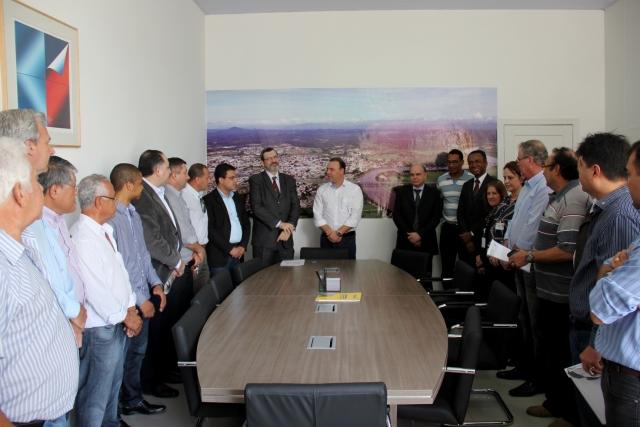 Autoridades e representantes dos municípios do Vale do Ribeira estiveram presentes na assinatura, dia 6 de setembro.