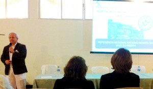 O diretora técnico do HRLB/CONSAÚDE, Fredy Paredes, apresentou a estrutura da unidade durante sua explanação no Encontro.